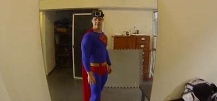 超人頭上帶上行車記錄器