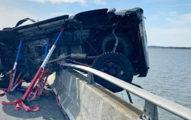2歲寶寶車禍「噴飛掉大海」 陌生男「跳下7尺高橋」跟大海搶命