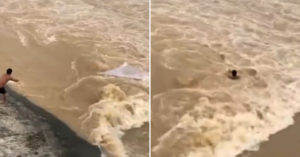 中國天兵男不怕死「河邊撒網捕魚」 6秒後「洪水淹沒」人直接消失